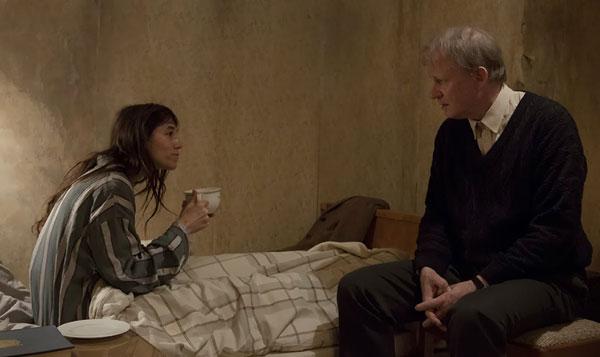 O filme parte de uma heterodoxa sessão de psicanálise entre a protagonista e o homem que a resgatou