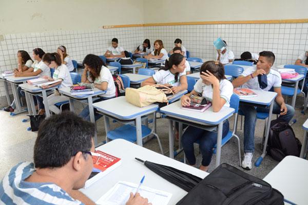 Ensino de sociologia e filosofia é considerado como fundamental para o exercício do conhecimento