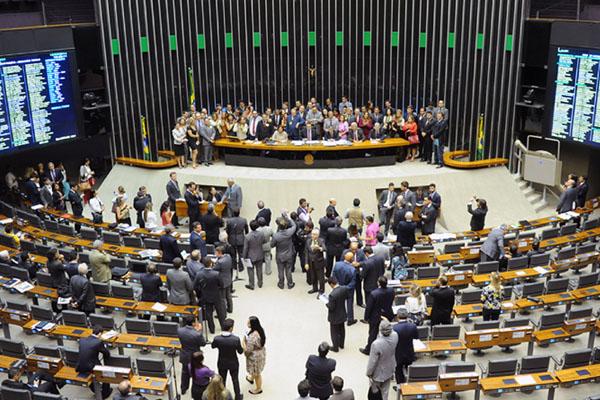 Deputados e senadores vão discutir e votar os vetos da presidenta Dilma Rousseff
