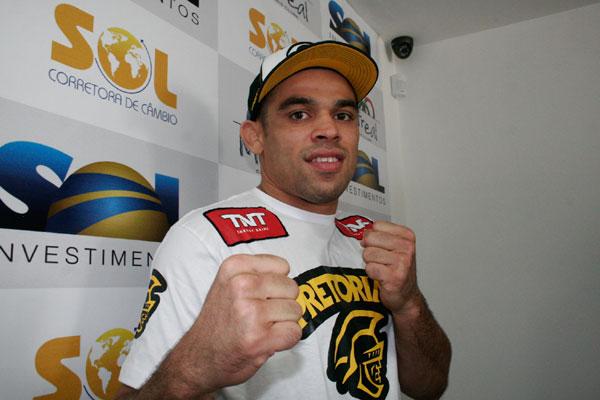 O lutador potiguar Renan Barão passou mal nesta sexta-feira nos EUA