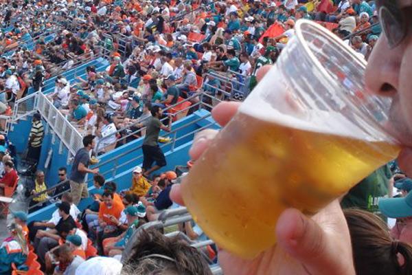 Bebida alcoólica pode ser liberada nos estádios do RN