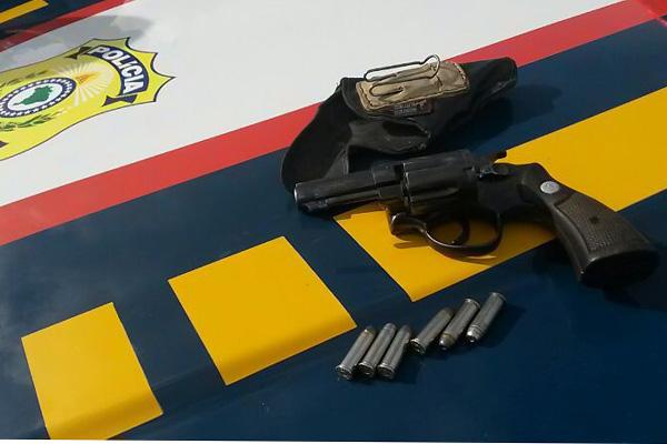 Arma de fogo estava em poder de um homem de 43 anos