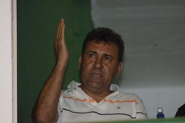 Com muitas baixas no elenco, Zé Teodoro estreia em jogo decisivo