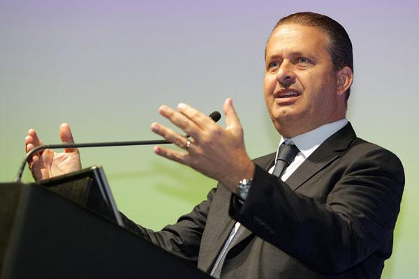 Eduardo Campos precisou viajar e adiou a reunião que estava marcada com Wilma