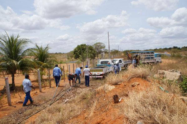 Fiscalização da Caern, no ano passado, identificou dez pontos de desvios de água na adutora Jerônimo Rosado, onde escapavam 86,4 milhões de litros de água/mês