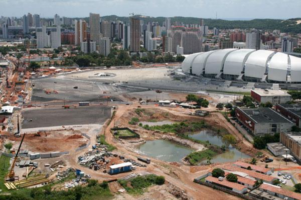 Ao passo que começa a pagar a dívida da Arena, governo abre três licitações para locação de equipamentos da estrutura temporária para realização dos jogos da Copa