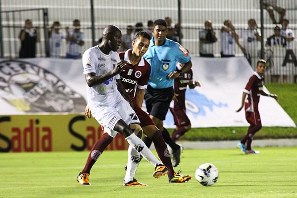 Somalia ficou poucos minutos em campo na partida contra o Icasa e deixou o gramado lesionado