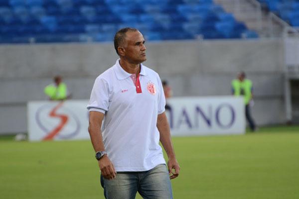Oliveira Canindé deu um esquema mais ofensivo ao América