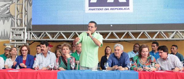 Falando em nome do PMDB do Rio Grande do Norte, Henrique Alves agradece apoio recebido e rebate críticas de adversários