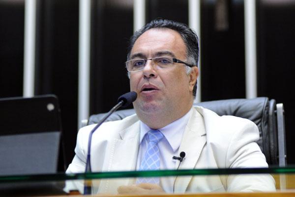 Deputado é suspeito de envolvimento com doleiro preso em operação da PF