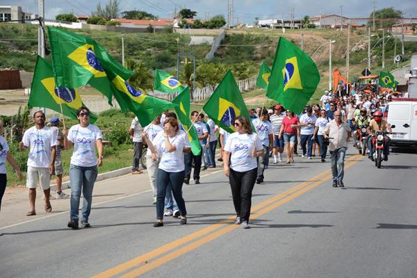 População de Currais Novos foi às ruas para cobrar construção de adutora