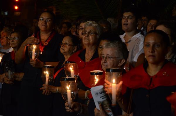 Muitos fiéis compareceram à Procissão do Encontro
