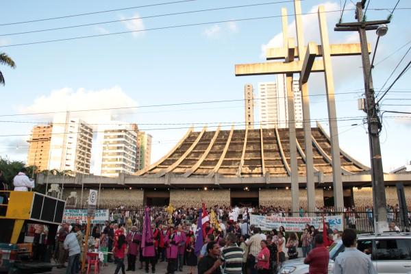 Celebração foi seguida de procissão pelas ruas de Petrópolis