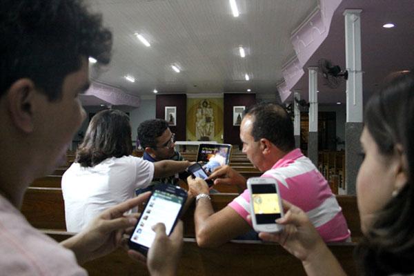 Membros da pastoral de comunicação da paróquia Nossa Senhora Aparecida, em Neópolis, atuam fortemente nas mídias sociais digitais