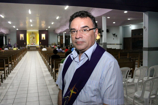 Padre Nunes, pároco de Neópolis, tem perfil em várias redes
