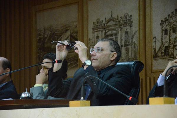 Albert Dickson não vislumbra possibilidade de votação antes do retorno do prefeito
