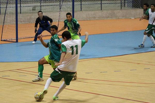 A equipe do SEA (verde) venceu por 4 a 3 o Ceará-Mirim (branco) na primeira rodada e agora encara o União