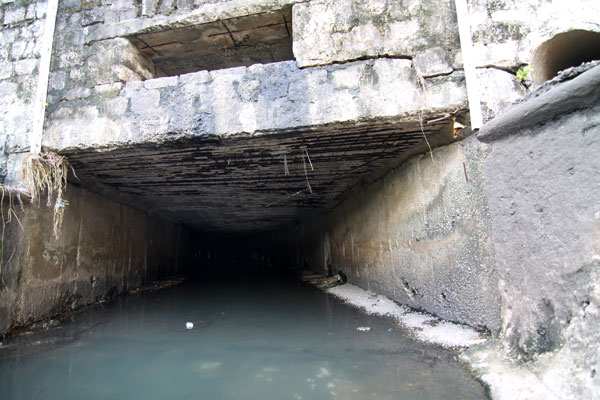 Canal, que tem 18 metros de extensão, receberá vigas metálicas a cada 2,5 metros, para escoramento da laje que está comprometida