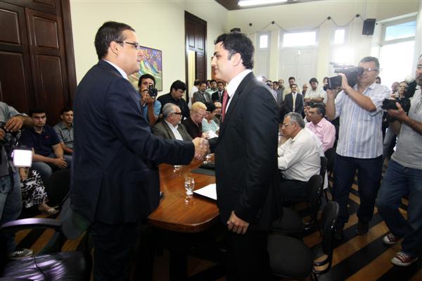 Justiça determinou posse de Protásio atendendo a liminar de Maurício Gurgel