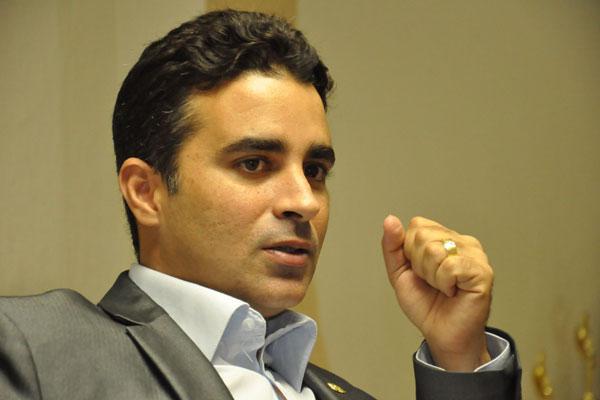 Francisco José Júnior assume interinamente a Prefeitura e concorre à reeleição