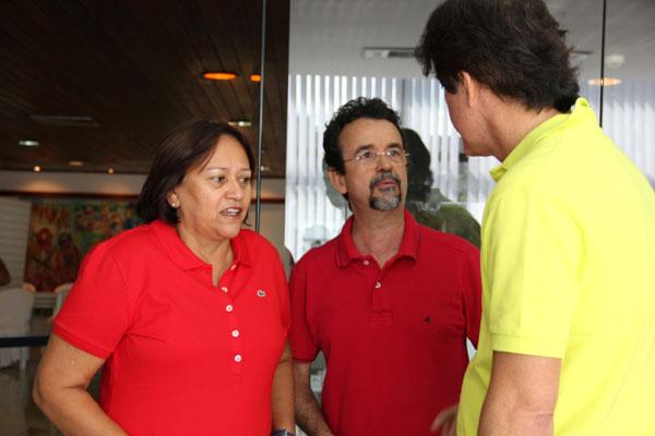 Fátima Bezerra e Fernando Mineiro conversam com o pré-candidato a governador Robinson Faria