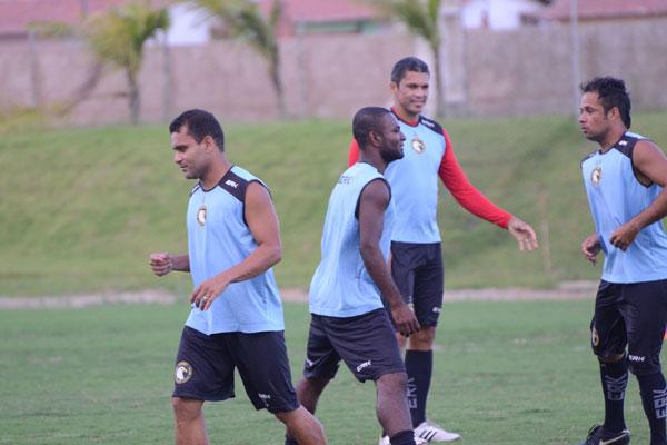 O trio de ex-americanos - Robson, Ricardo Baiano e Renatinho - sonha com o título do Estadual
