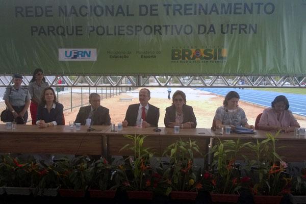 Aldo Rebelo participou de cerimônia da inauguração do Centro de Treinamento Norte-rio-grandense de Atletismo de Alto Rendimento da UFRN