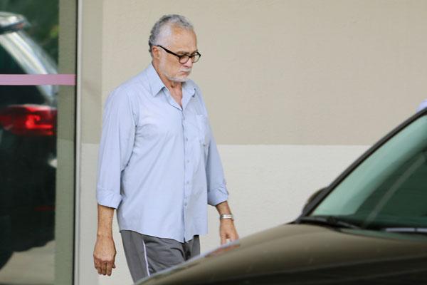Genoino cumpria prisão domiciliar e voltou para a prisão em abril