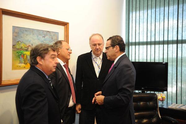 Deputado Henrique Eduardo Alves recebe representantes das entidades municipalistas