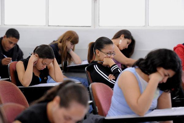 No ano passado, cinco milhões de estudantes fizeram as provas do Enem, novo passaporte de acesso ao ensino superior