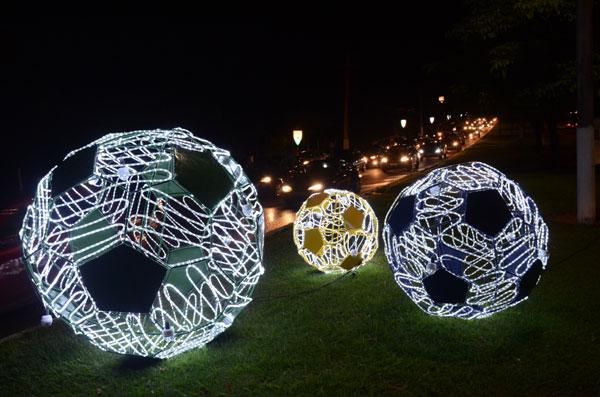 Primeiras bolas foram instaladas na avenida Eng. Roberto Freire