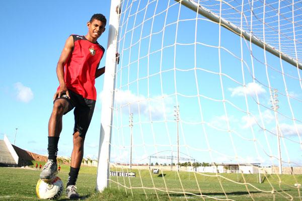 O atacante do Globo, Ricardo Lopes foi o artilheiro do Campeonato Estadual com 16 gols anotados