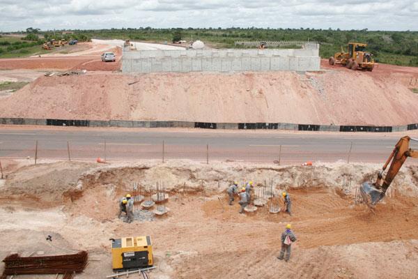 Viaduto da 406 não ficará pronto até a Copa. No trecho, DER construiu desvio para acesso ao aeroporto