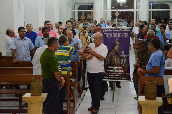Às quartas-feiras, a homilia reúne cerca de 250 homens na Igreja Bom Jesus das Dores, na Ribeira