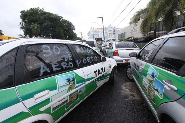 Taxistas do Augusto Severo protestaram em frente à Assembleia