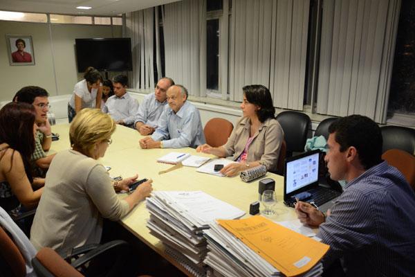 Reunião entre Luiz Roberto e médicos busca alternativas para não prejudicar atendimento