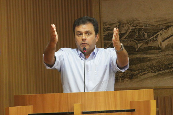 Prefeito de Natal, Carlos Eduardo afirma que não há dúvidas sobre o posicionamento do PDT, partido que decidiu apoiar Henrique Eduardo e Wilma de Faria