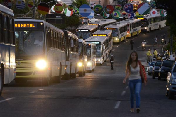 Protesto de motoristas de ônibus parou o trânsito no Alecrim