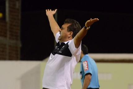 Técnico Zé Teodoro demonstrou preocupação com a irregularidade da equipe em campo
