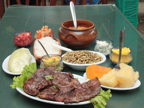 É possível apreciar a carne de bode (ou cabrito) como se deve: tenra, saborosa, saudável, e bem preparada.