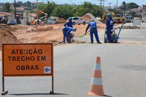 Zona Norte: obras de terraplenagem na avenida Rio Doce