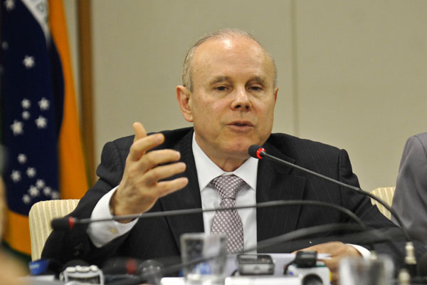 Para o ministro Guido Mantega, a redução do imposto trará maior estabilidade para o câmbio