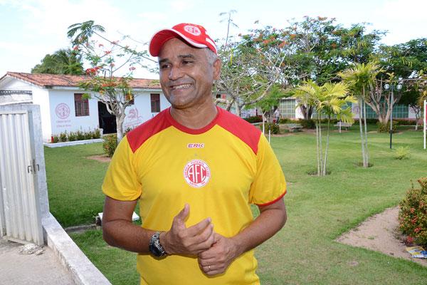 O técnico rubro, Oliveira Canindé está otimista em relaçãoaotempo que vai ter para treinar o time