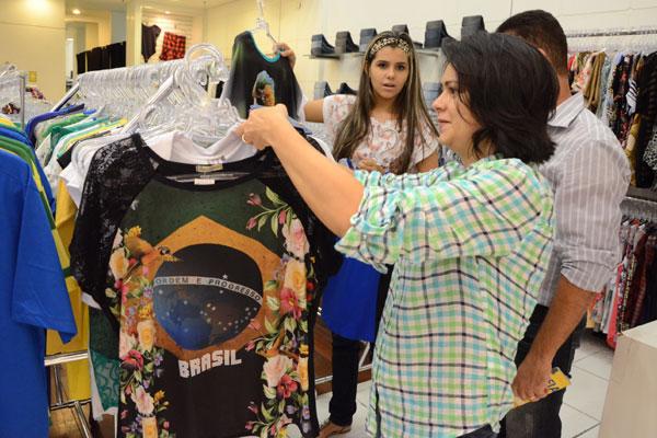 Ana Paula Mariz, professora: Compras priorizam cores verde e amarelo para torcer pela seleção