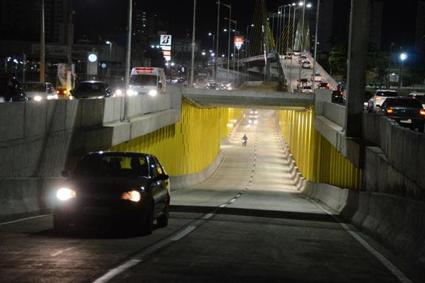 Túneis foram liberados às 19h, após conclusão da iluminação