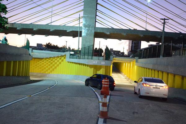 Veículos passam pelo complexo: obra foi inaugurada esta semana