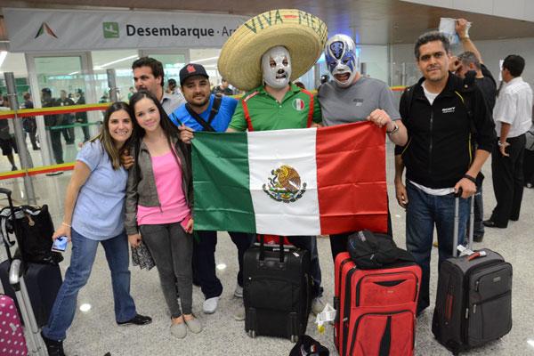 Grupo de mexicanos desembarcou no RN para ver a estreia da seleção do México: expectativas