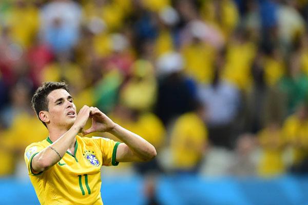 Se Neymar abriu o caminho da vitória de virada sobre a Croácia, marcando os dois primeiros gols, coube a Oscar marcar o gol de alívio e desenhar o coração com a mão