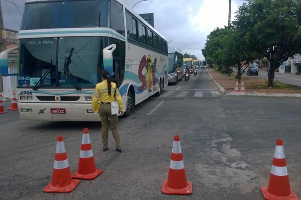 Ônibus passaram sem problemas pelo primeiro bloqueio da Semob