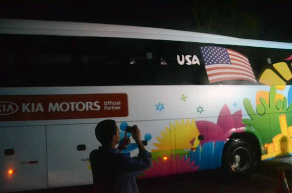 Ônibus da seleção dos Estados Unidos deixou a Base Aérea escoltado por forte segurança esporte
